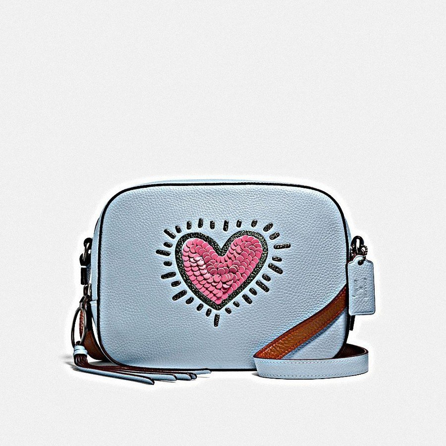 COACH X Keith Haring心型圖案相機包,售價14,800元。圖/...