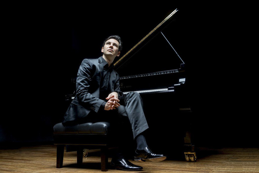史岱費爾德再度訪台舉行獨奏會,帶來親自改編與創作的巴哈作品。 圖╱聯合數位文創提...