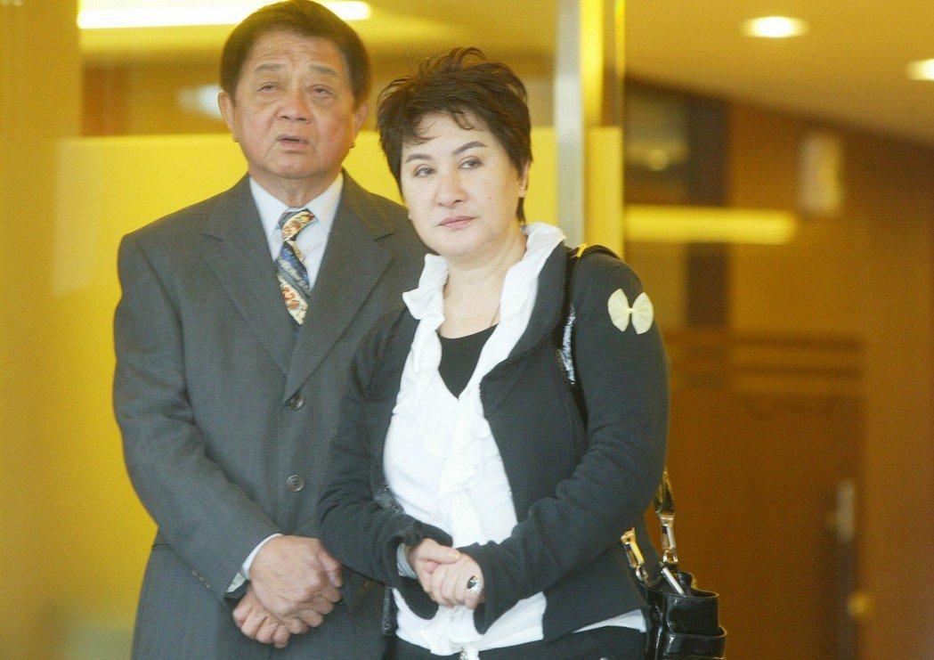 男子徐國璋聲稱自己是楊麗花夫婿洪文棟(左)年輕時在外所生的非婚生子,打官司要求認...