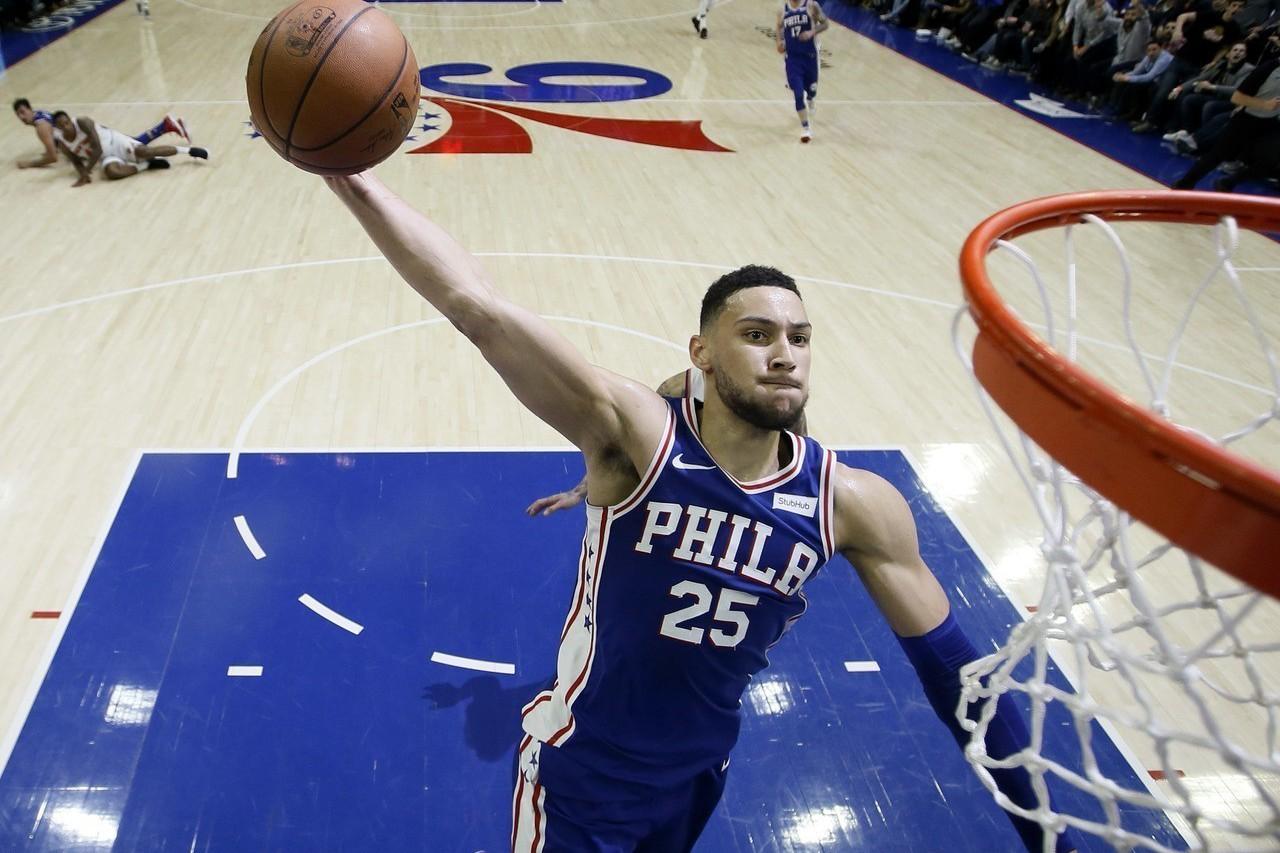西蒙斯再度繳出準大三元的13分10助攻8籃板,助76人收下8連勝。 美聯社