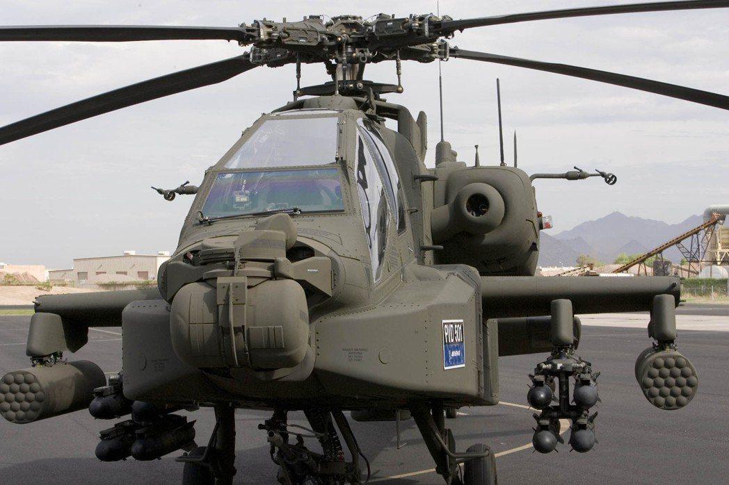 波音稱阿帕契是全球最先進的多角色直升機;圖為2006年波音將一架AH-64阿帕契...