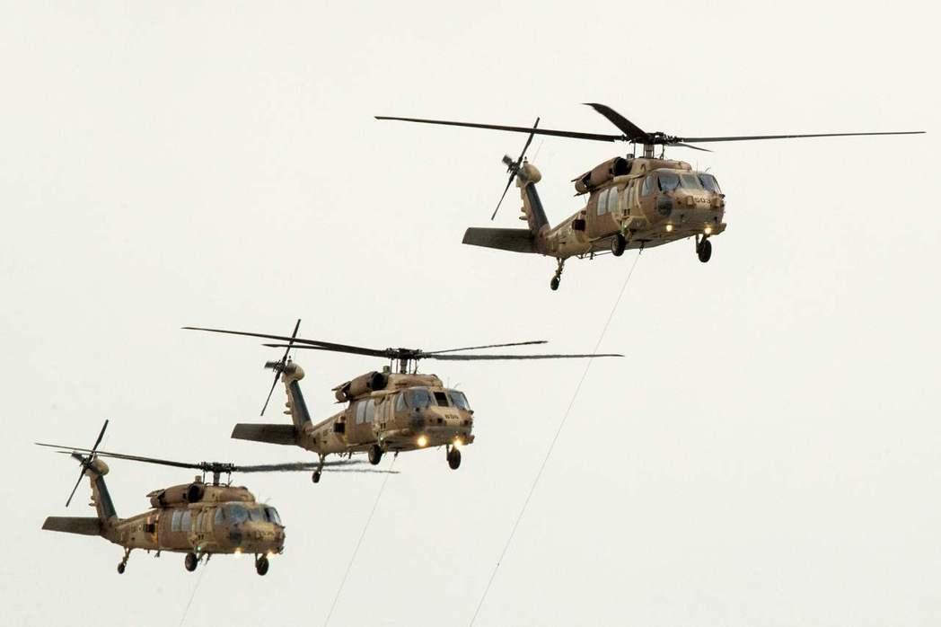 2017年12月,在以色列南部上空飛行的UH-60黑鷹直升機。 法新社