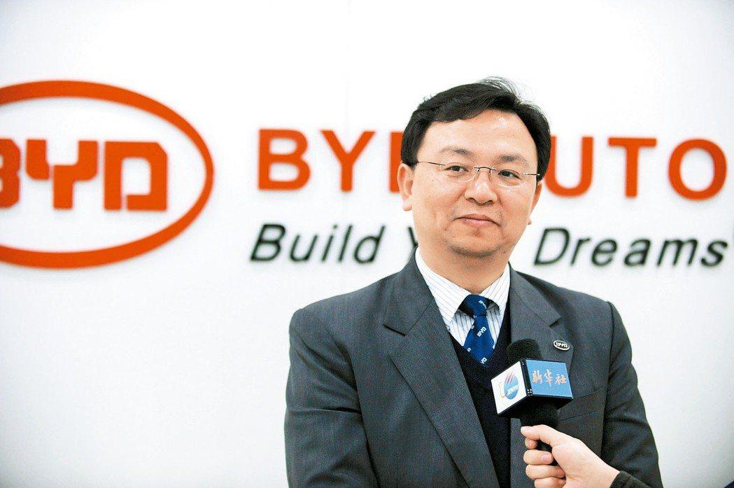比亞迪董事長王傳福表示,下半年多款新車陸續上市,加上新補貼政策將在6月實施,有利...