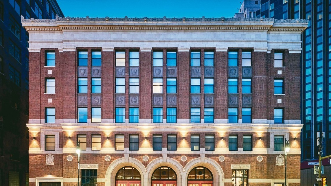 底特律基石飯店前身為底特律消防總局,是一棟以鋼鐵為邊框架構的5層樓新古典主義建築...