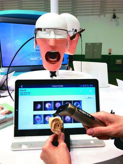 廣達進軍醫療市場,主打無線設計,推出智慧牙鏡、智慧耳鏡等產品。 記者吳凱中/攝影