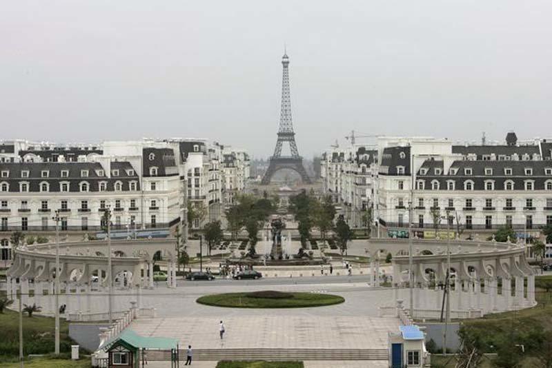 大陸杭州天都城模仿巴黎市景造鎮。圖片來源/每日頭條