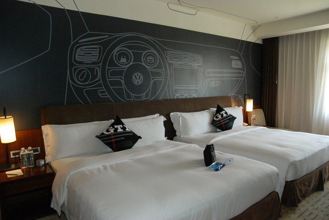 以性能鋼砲 GTI 為設計的性能房,牆面便以 GTI 內裝彩繪為主。 記者林鼎智/攝影