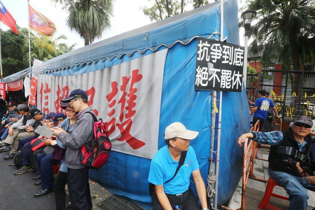 3月28日,台北市政府也向八百壯士發出拆除通知單,建管處表示,將隨時進場拆除。 ...