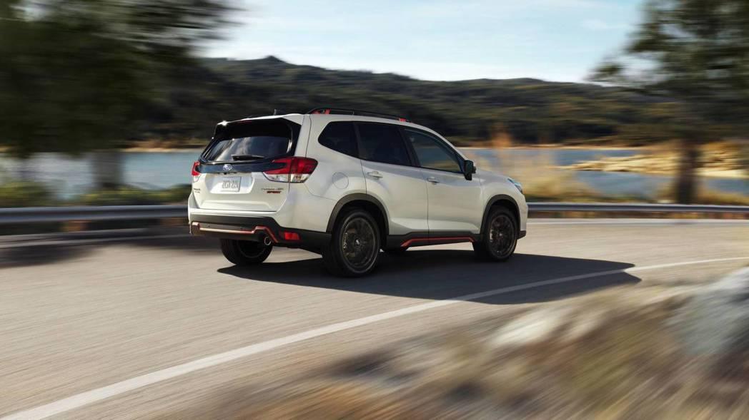 低重心、全時四輪傳動,過彎有如軌道車一般穩定。 摘自Subaru