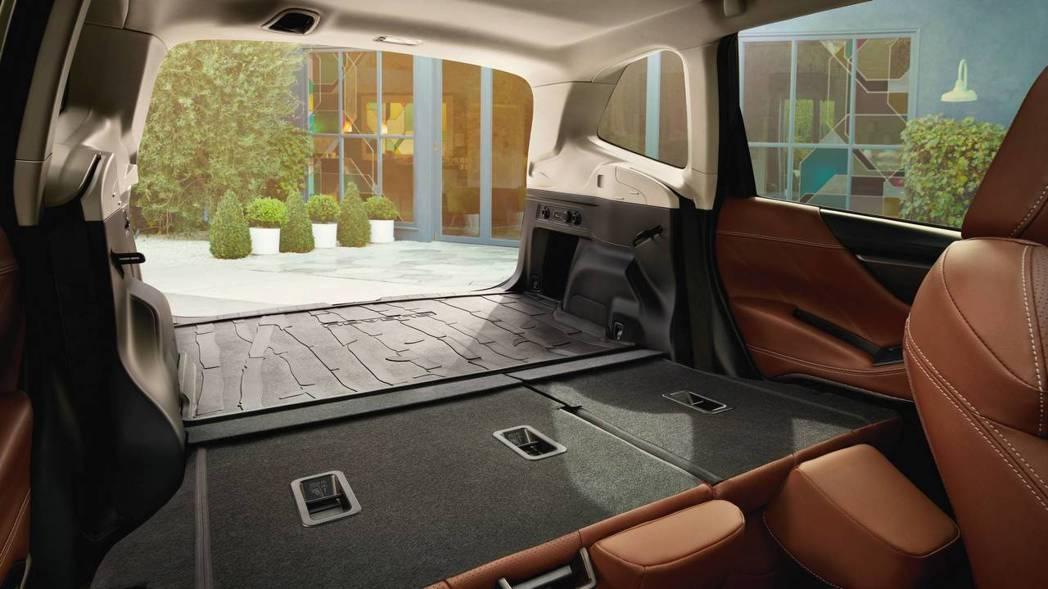 新款Forester尾門的開口寬度達到1,300mm。 摘自Subaru
