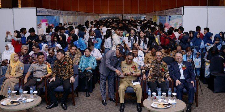 「2018印尼臺灣技職高等教育展」吸引大批印尼學生及家長參觀。 醒吾科大/提供
