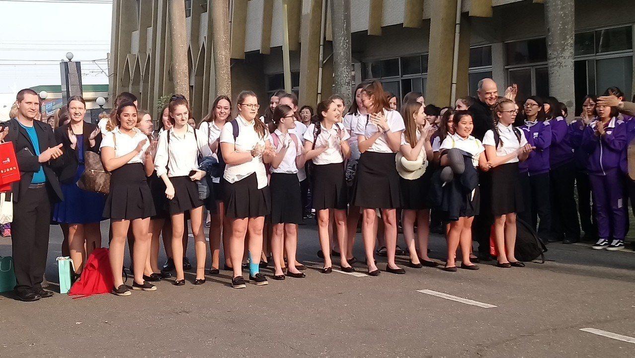 來自奧地利的聖心女中合唱團,本周到嘉義宏仁女中交流。記者卜敏正/攝影