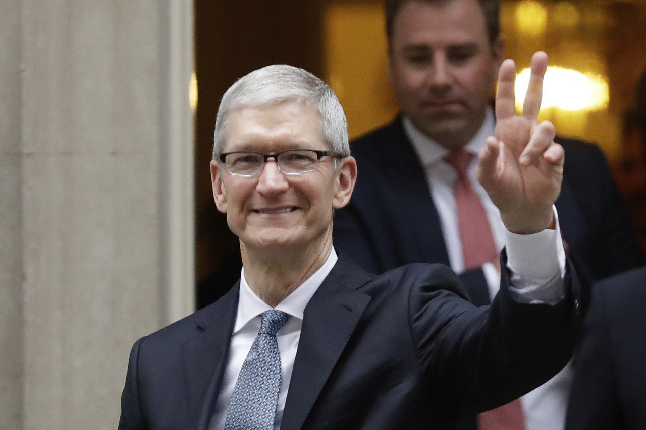 蘋果執行長庫克接受專訪表示,其他對手公司蒐集和分享用戶資訊是侵犯隱私權。 美聯...