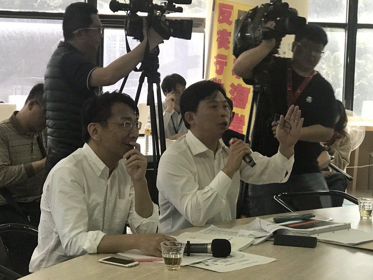 時代力量立委黃國昌(右)、徐永明(左)至核二廠進行視察。圖/時代力量黨團提供