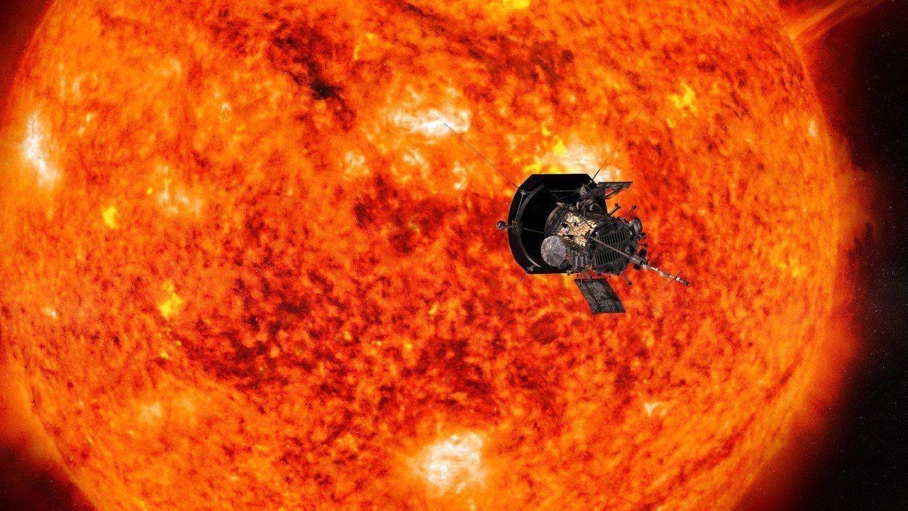 美國太空總署發布的帕克太陽探測器接近太陽概念圖。美國太空總署與約翰霍普金斯大學應...
