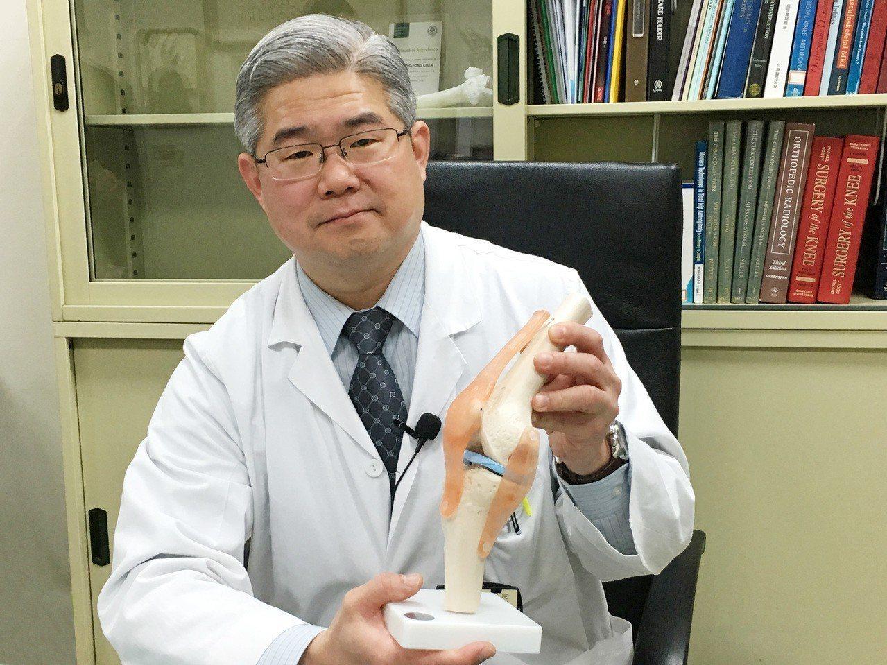 北榮血友病整合治療團隊為血友病患者置換雙膝關節,獲得世界血友病聯盟肯定。圖為陳正...