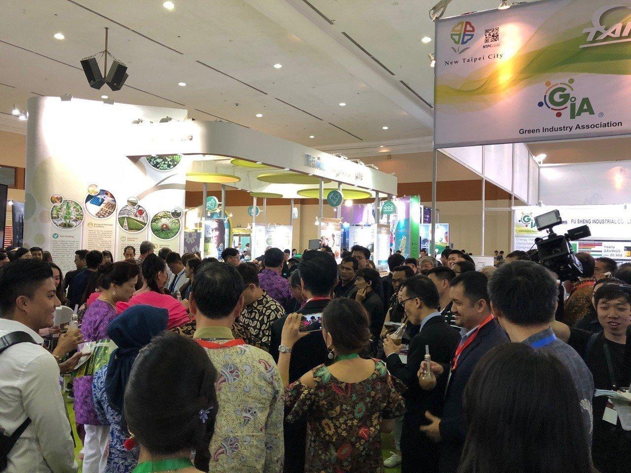 印尼台灣形象展開幕,人潮比去年還多。記者黃文奇/攝影