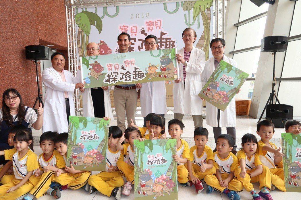 屏東縣文化處今年結合小兒科醫師推廣親子共讀。記者翁禎霞/攝影