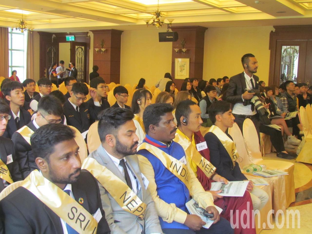 「第六屆亞太青少年人權高峰會」今天登場,有尼泊爾、斯里藍卡等8個國家的人權大使參...