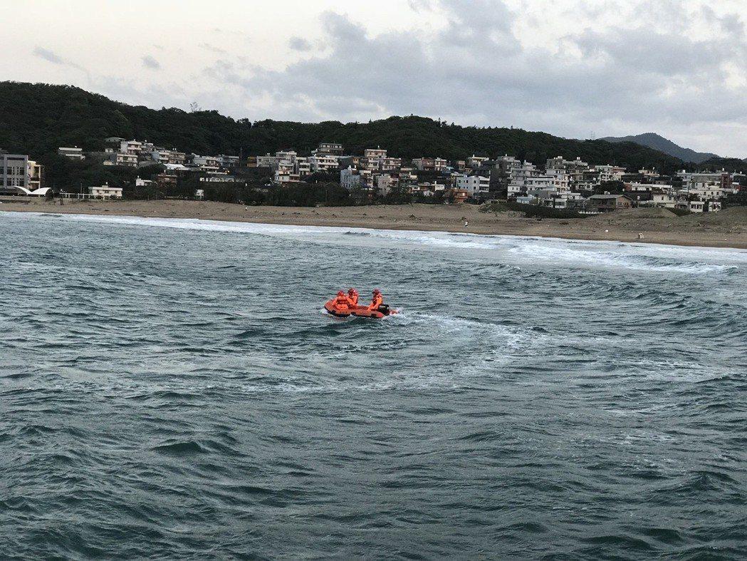 金山高中一名男學生落海失蹤,目前救援人員持續搜救中。圖/郭世賢提供