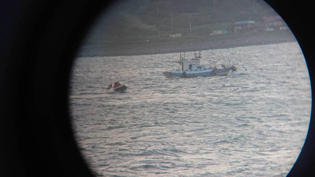 金山高中一名男學生落海失蹤,目前救援人員持續搜救中。圖/消防局提供