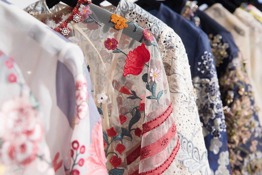 BIYAN的刺繡華麗貴氣,春夏面料相對輕盈。圖/onefifteen初衣食午提供