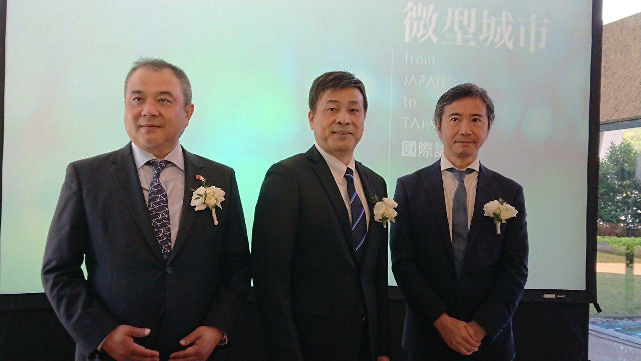 潤泰新董事長簡滄圳(中)今日在垂直微型城市國際論壇記者會中表示,高齡少子化是很重...