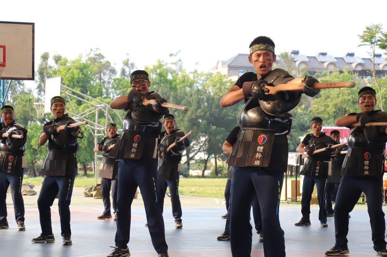 六軍團前鋒刺槍隊氣刀體一致。圖/第六軍團提供