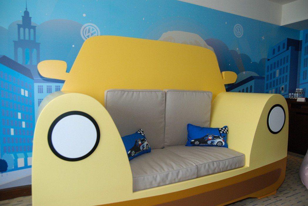 童趣房內的汽車造型沙發相當搶眼。 記者林鼎智/攝影