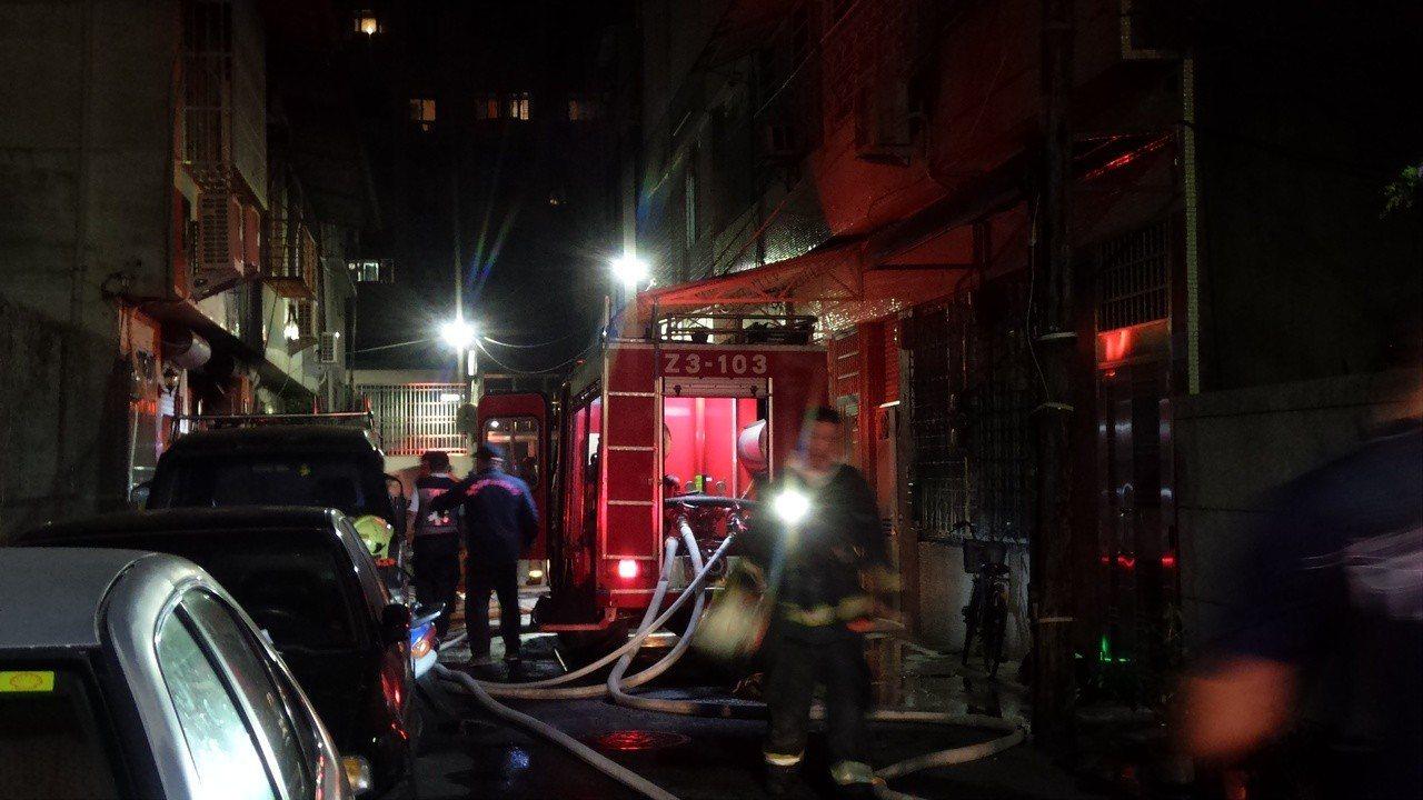 消防隊在20分鐘滅火。記者林保光/攝影