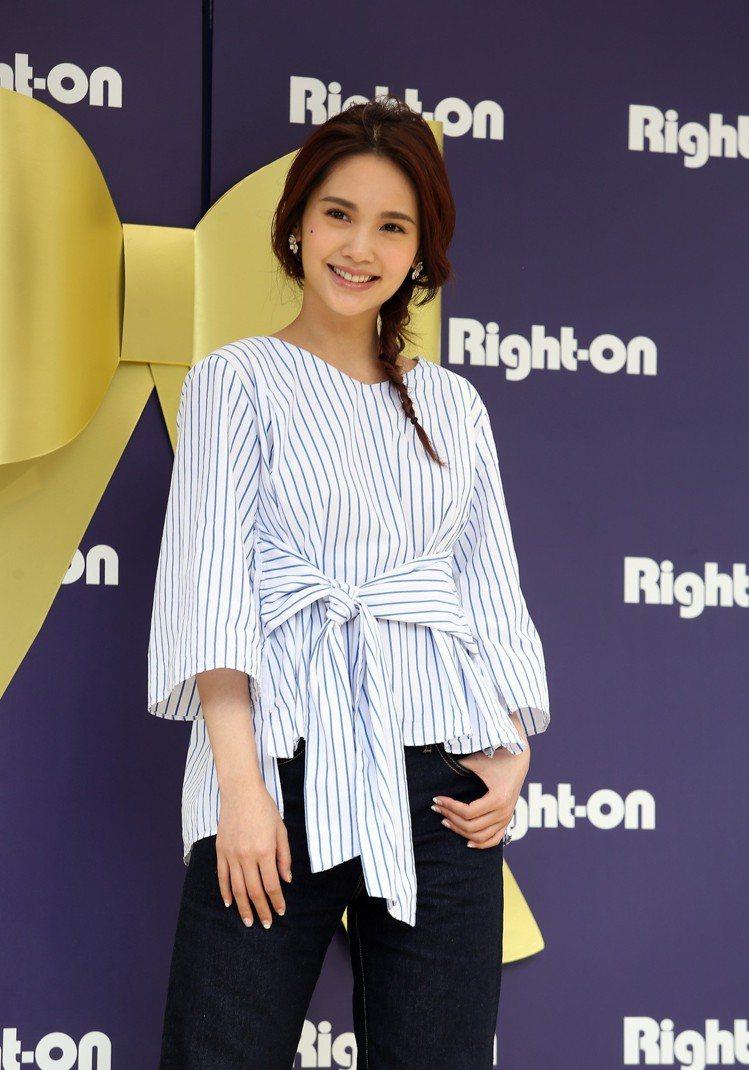 藝人楊丞琳下午為日本品牌牛仔褲代言。圖/記者曾吉松攝影