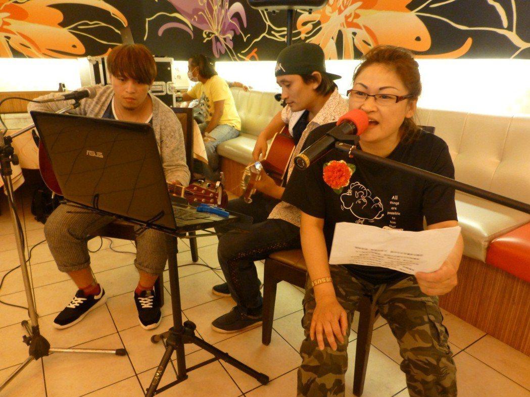 陳慧珠熱愛唱歌,為公益獻聲。 圖/台中更保提供