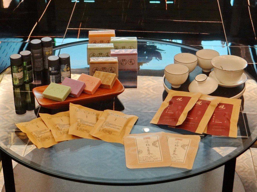 香客大樓採用高級獲歐盟認證的沐浴用品,並提供天然無毒的養生飲品。 記者蔡維斌/攝...