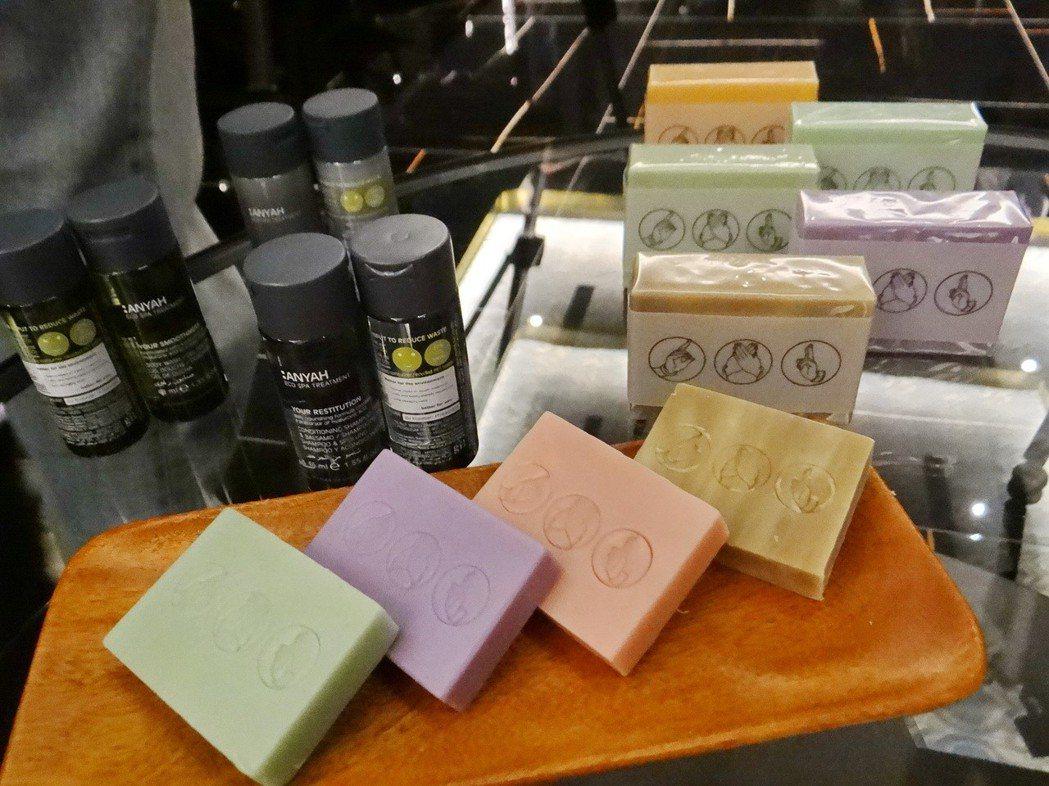房間所有沐浴精或手工皂全是優等嚴選的產品。 記者蔡維斌/攝影