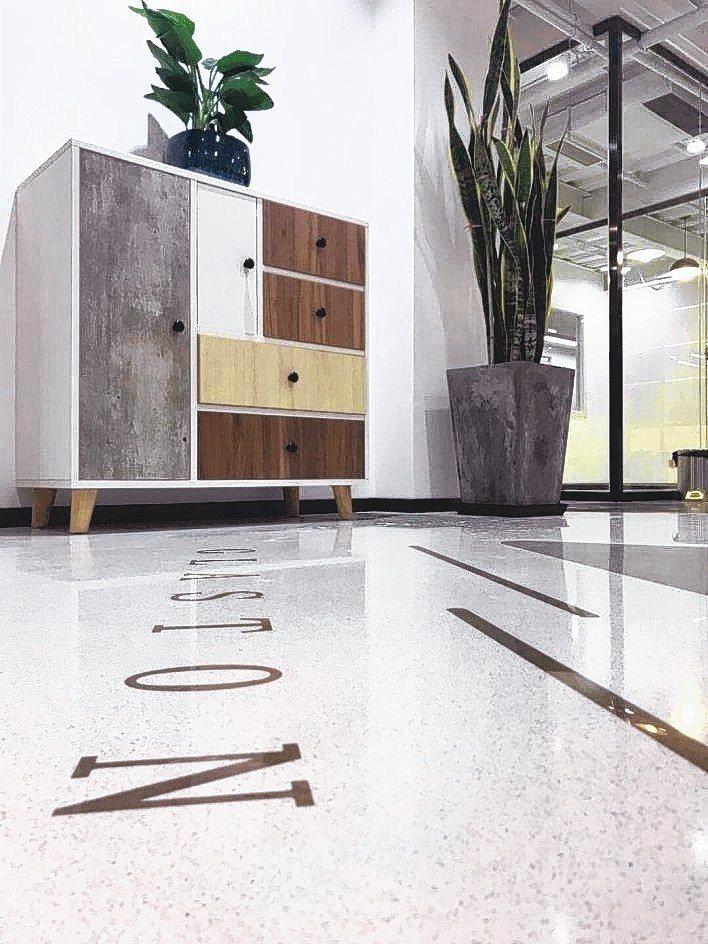 玻璃磨石地坪獲不少客戶青睞採用。 展熤/提供
