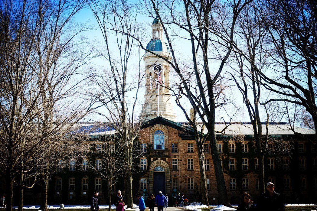 美國普林斯頓大學今年為5.5%,創歷史新低。該校今年收到創紀錄的3萬5370份申...