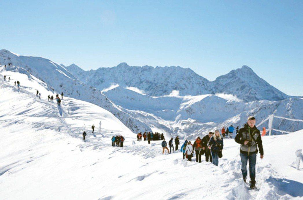 國人赴海外雪地登山日漸興盛,規畫行程時應選擇自身能力可以應付的路線,圖為波蘭塔特...