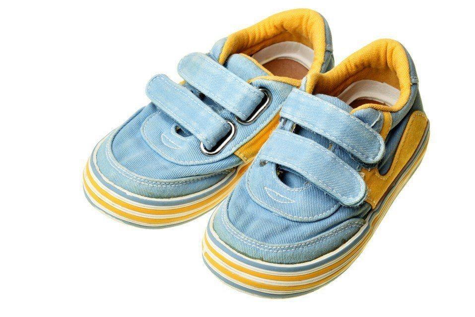 2款於花蓮縣販售的童鞋塑化劑超標,已要求下架限期改善。(僅示意圖,非文中童鞋) ...