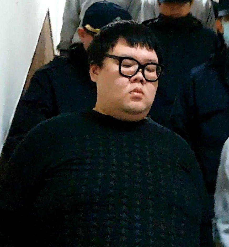 「土豪哥」朱家龍被控涉及女模命案,一審遭判刑10年。經上訴,朱家龍以需要就醫為由...