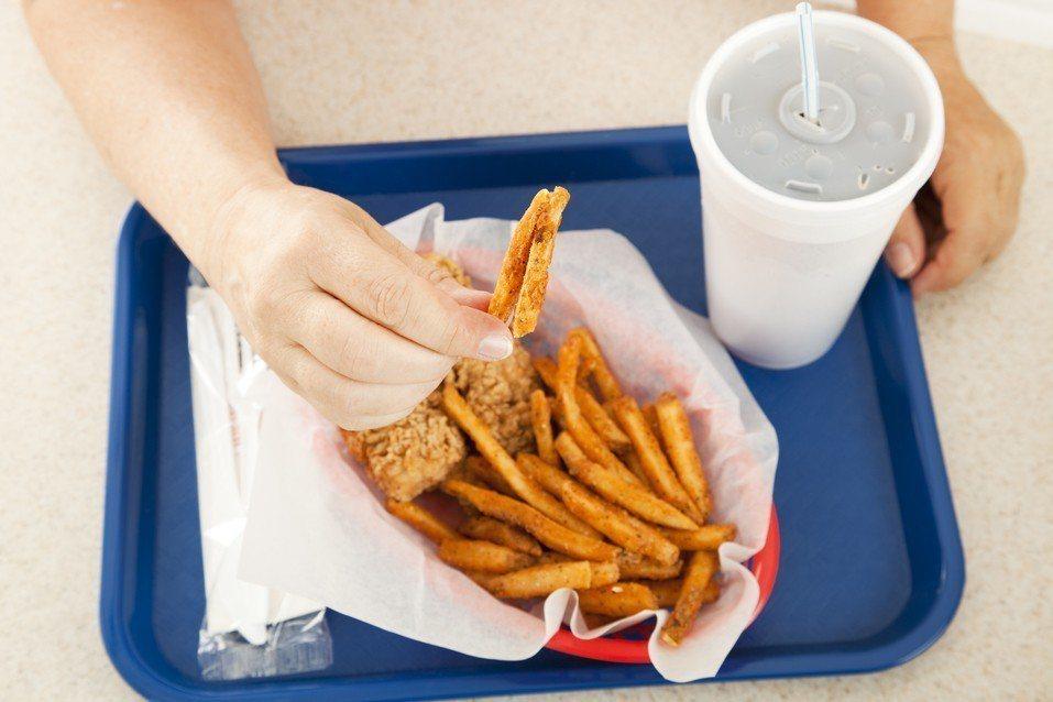 外食可能會增加對塑化劑的接觸。 圖/Ingimage