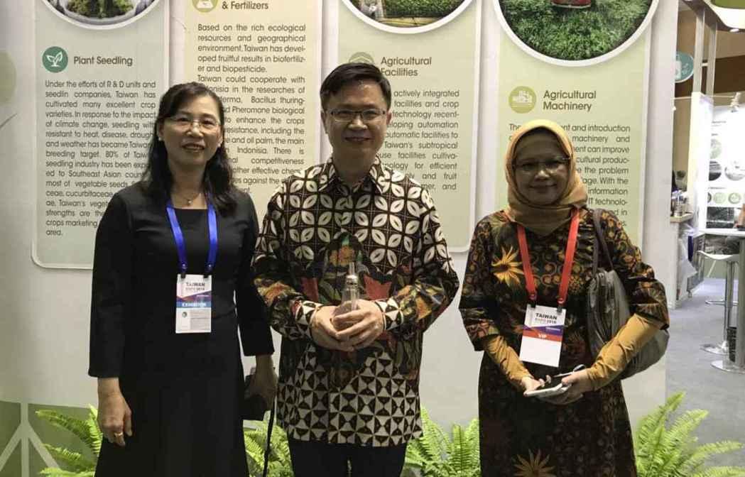 農委會再度領軍行銷印尼,參加外貿協會在雅加達舉辦的「臺灣形象展」,吸引當地買主關...