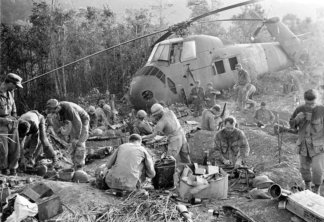 「從1964年中期到1975年戰爭結束,整整十一年,我跟其他美國人一樣,身心都投...
