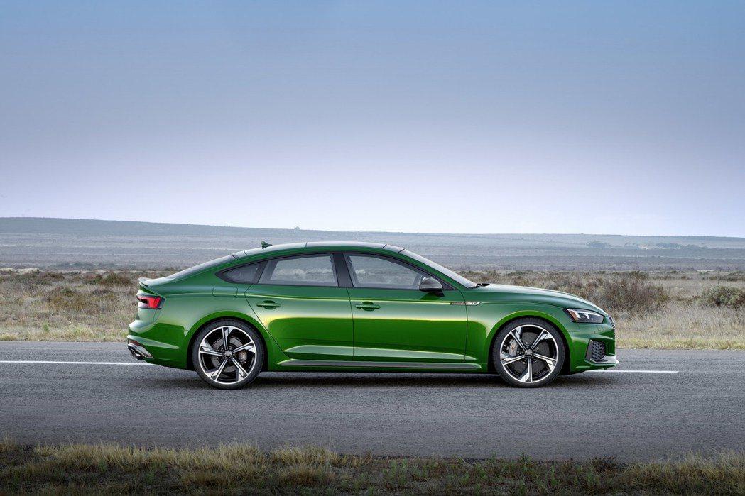 優雅的Coupe線條有著4門的便利。 摘自Audi