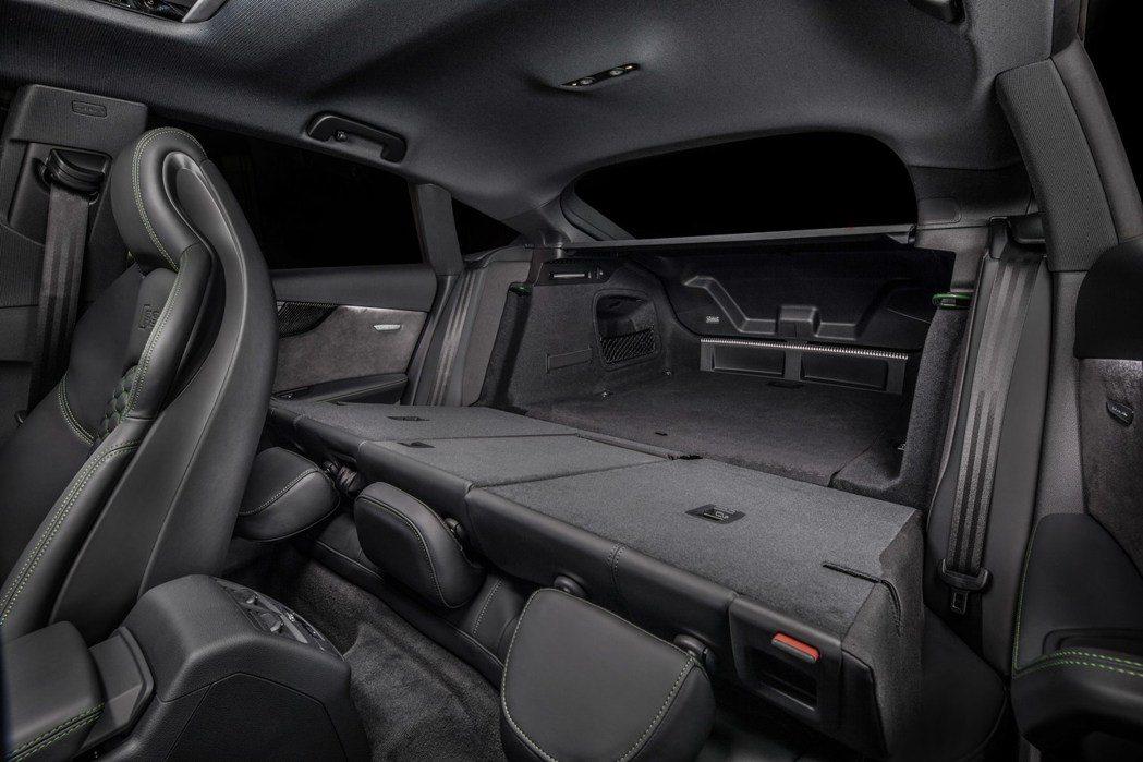6/4分離椅背+斜背尾廂開啟,空間更靈活。 摘自Audi