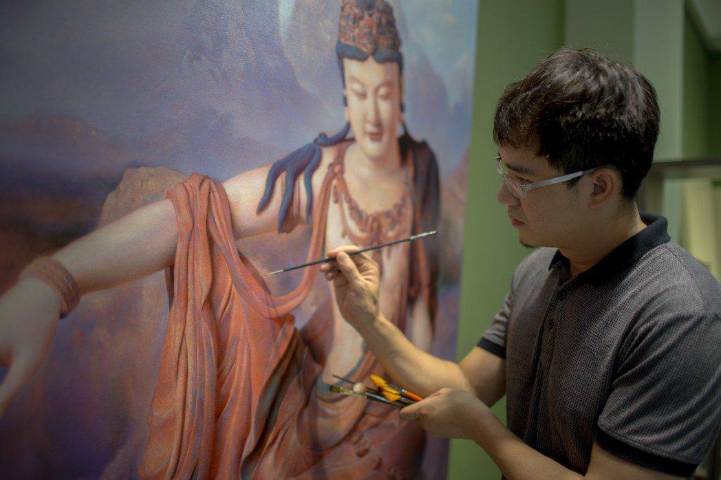 李鐸經營日光畫室,擅長畫人像與佛像。 圖/李鐸提供