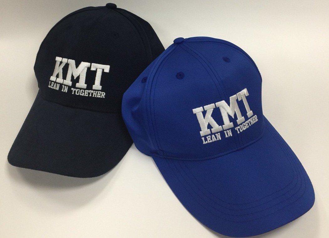 KMT棒球帽來自柯志恩的構思。 圖/柯志恩辦公室提供