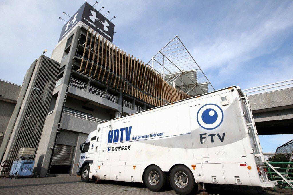 2014年球季,中職聯盟打破過往由緯來電視網獨家壟斷製播轉播的局面,由民視取得製播權。 圖/聯合報系資料照