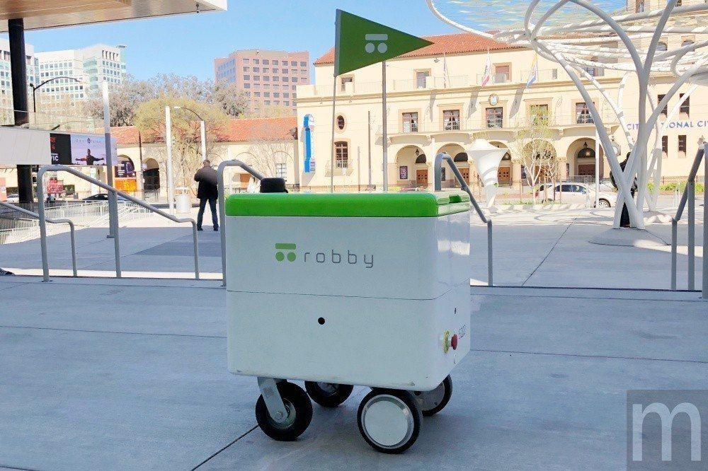robby主要鎖定室外快遞需求應用