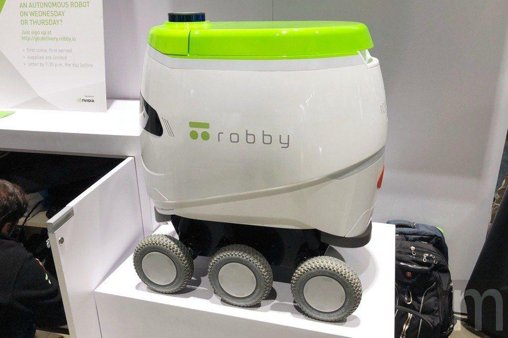 貼近正式版本的robby相較下較為圓潤