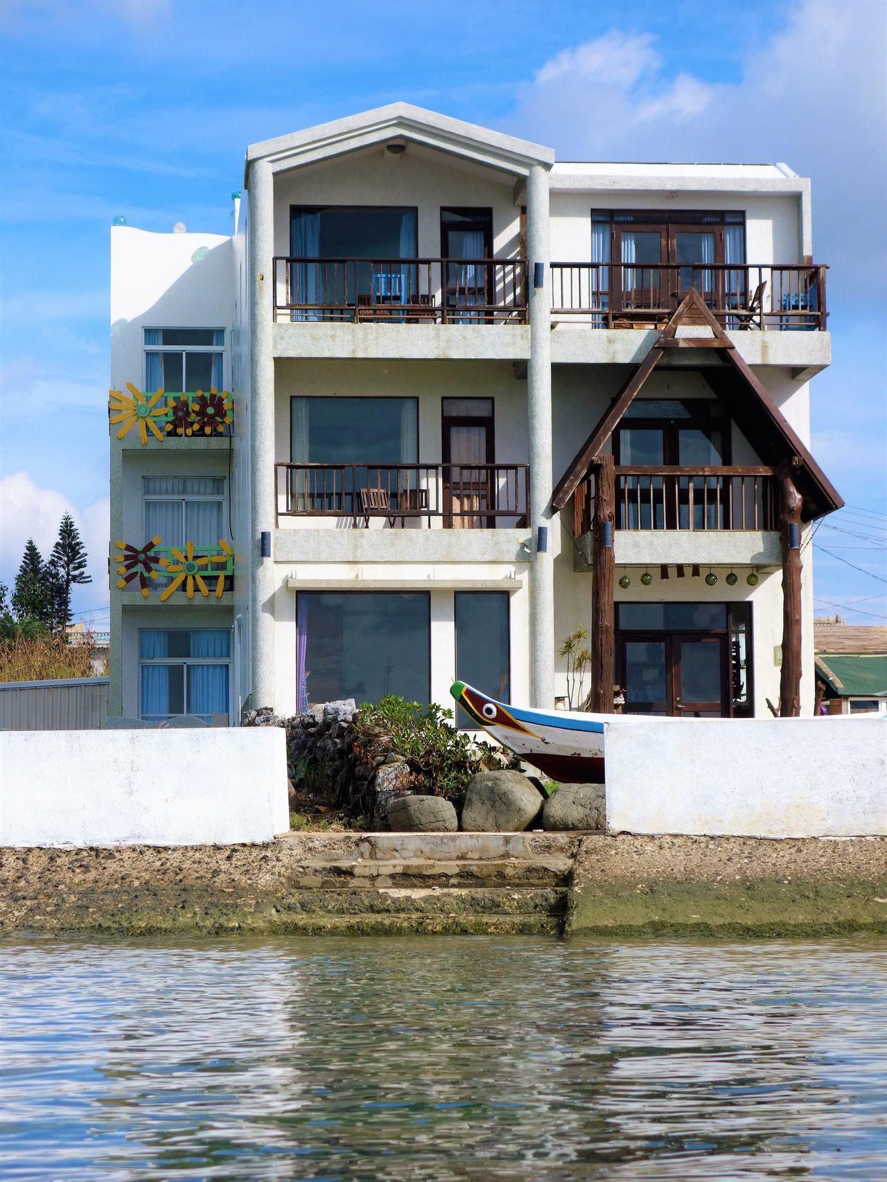 「海天一舍民宿」距離海灘僅兩分鐘路程。圖/Booking com提供